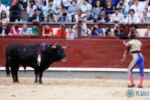 Madrid-Adame-estocade-sin-muleta